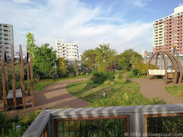 武蔵小山etomo4F屋上庭園座れる場所
