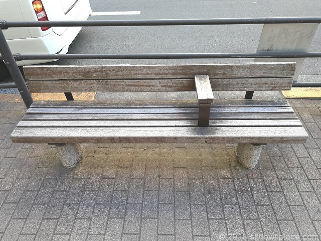 吉祥寺駅ABCマート前のベンチ