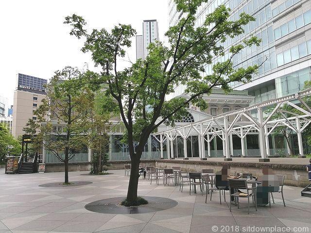 旧新橋停車場前の座れる休憩場所