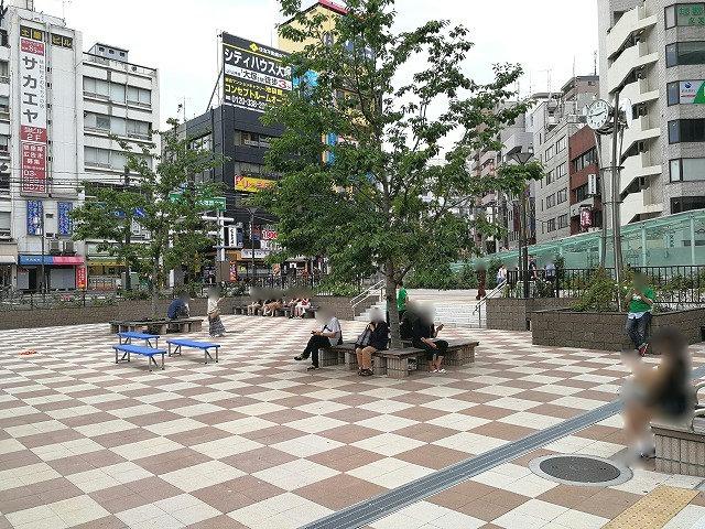 大塚駅南口駅前広場の座れる休憩場所