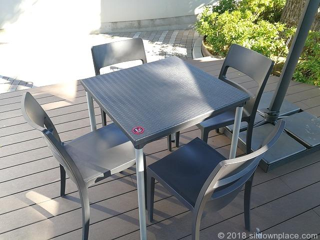 品川いちょう坂の樹木下テーブル席詳細