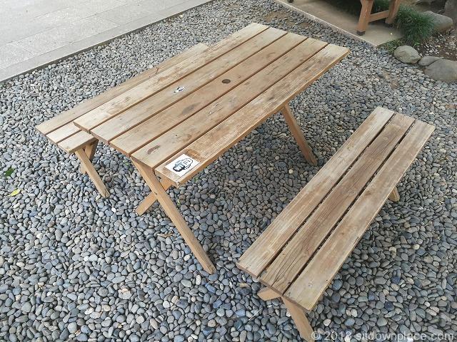 新宿常圓寺のフリーWi-Fiが使える木製テーブル席