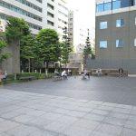 【新宿駅】工学院大学エステック広場前