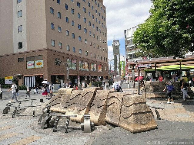 赤羽駅東口広場のオブジェ