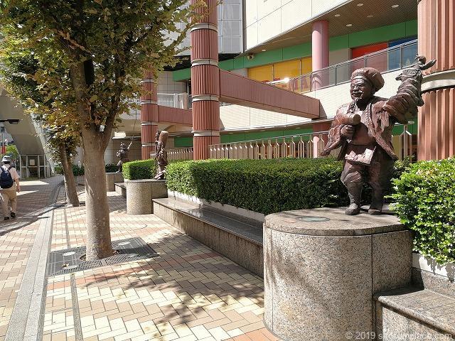赤羽ビビオ横七福神広場の休憩場所