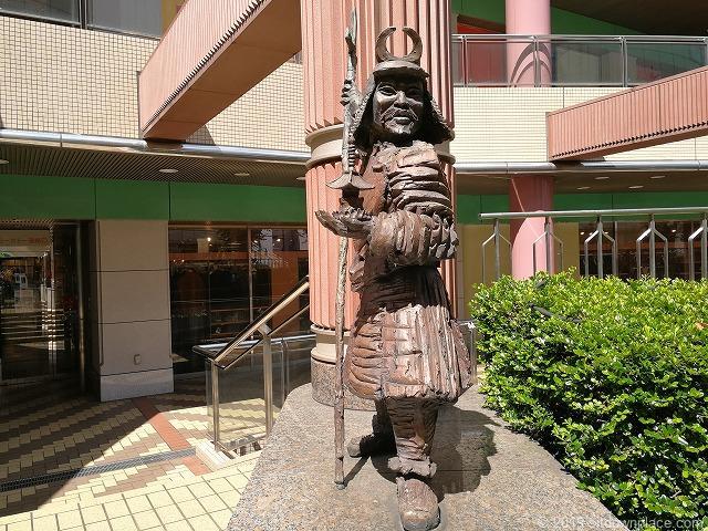 赤羽ビビオ横七福神広場の毘沙門天の石像