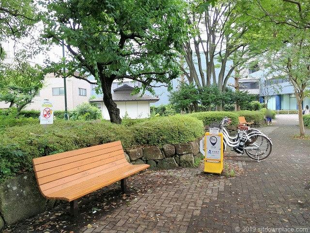 分倍河原駅前の片町公園の休憩場所