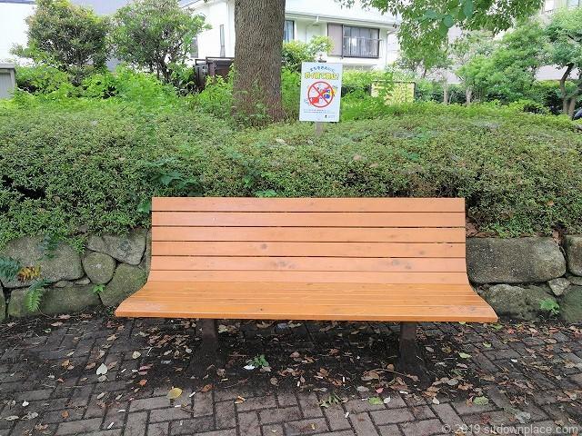 分倍河原駅前の片町公園のベンチ