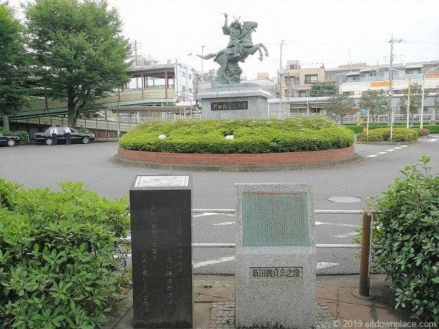 分倍河原駅前の片町公園近くの新田義貞像