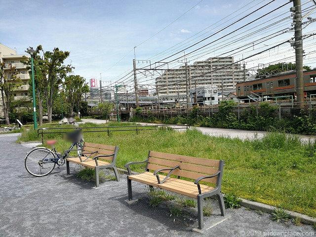 矢崎町防災公園のベンチ
