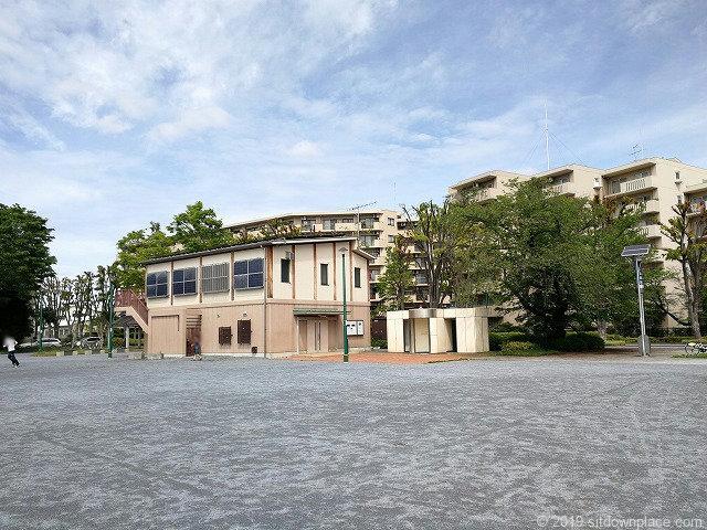 矢崎町防災公園の防災倉庫とトイレ