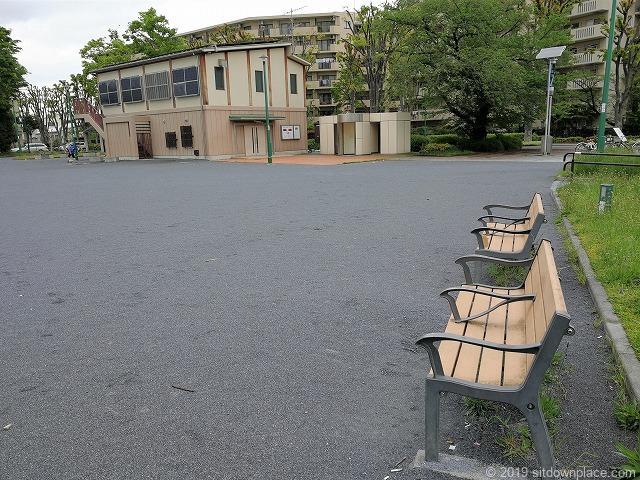 矢崎町防災公園の休憩所