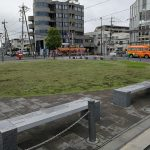 【布田駅】駅前広場の休憩場所