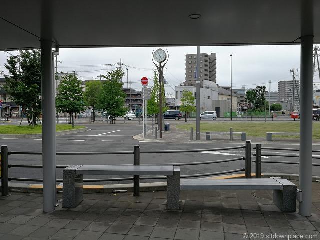 布田駅前ロータリーの休憩場所