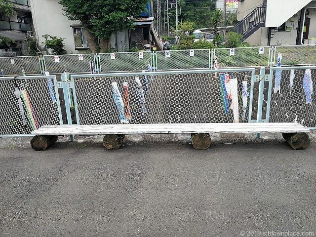 五反田川の木製ベンチ