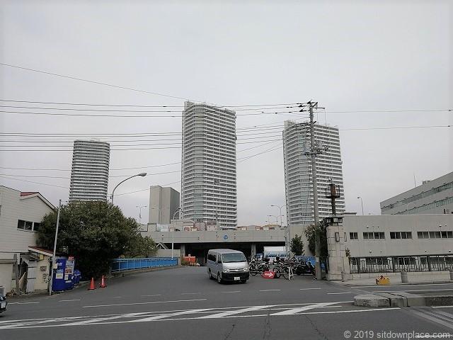 横浜中央市場通りから見えるコットンハーバー