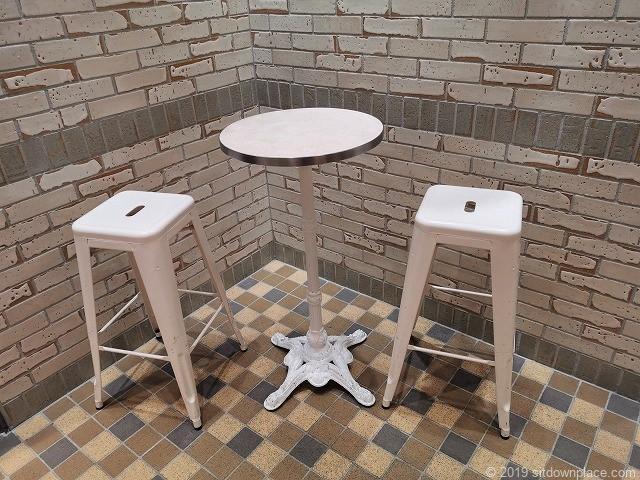 アトレ川崎3Fworld-standのオシャレなテーブル席