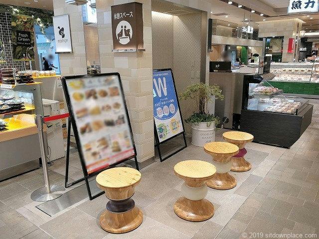 川崎駅北改札アトレ内の休憩スペース