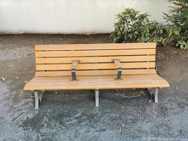 坂本町公園の3人掛けベンチ