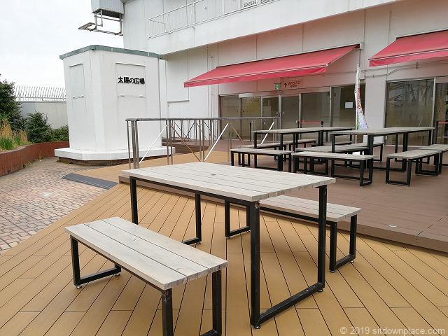 東急屋上太陽の広場のテーブルチェア