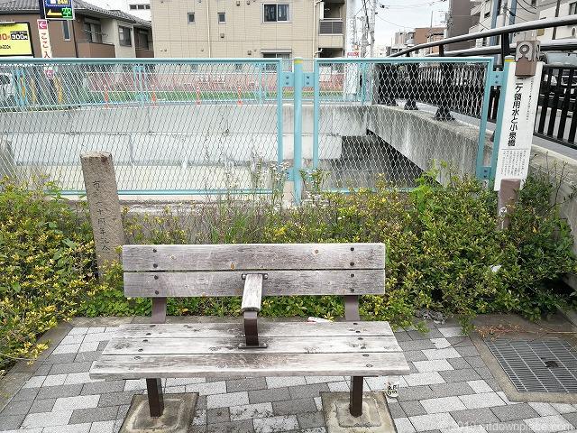 小泉橋光のしじま付近のベンチ