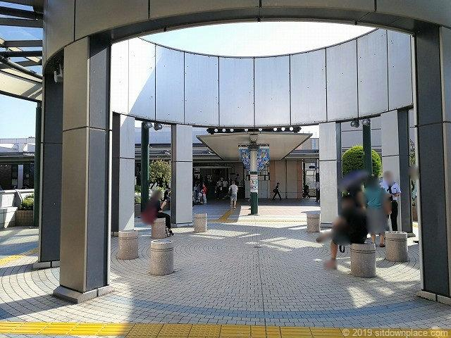武蔵溝ノ口円筒広場の休憩場所