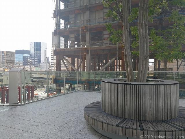 KITTE名古屋2Fのステップガーデンの休憩場所と工事現場