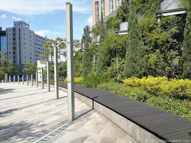 ルーセントタワー公開空地のベンチ