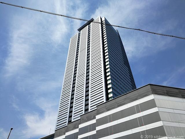 ルーセントタワーの外観