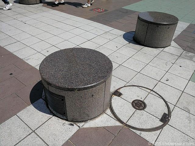 ゆりの噴水前のベンチ
