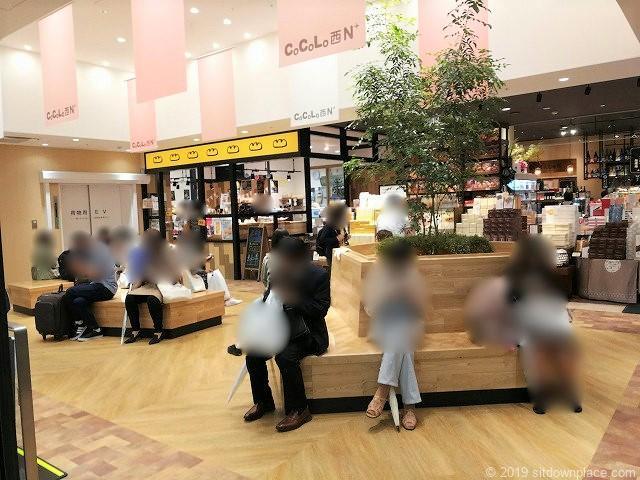 新潟CoCoLo西館N+広場の休憩場所