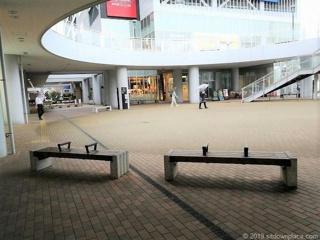 新潟LEXN広場2Fの休憩場所