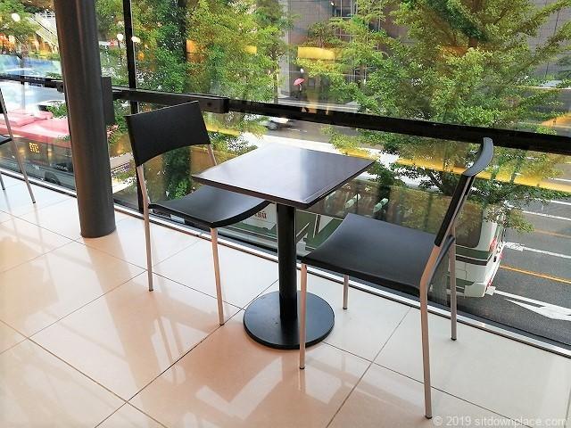 メディアシップ2F窓際の勉強やノマドに向いている休憩場所