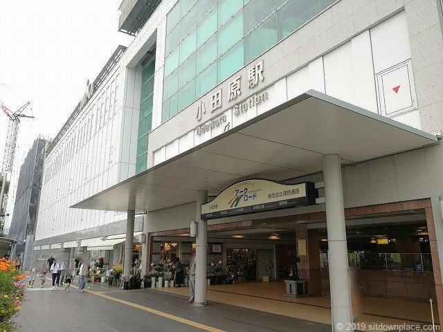 JR小田原駅ペデストリアンデッキ入口