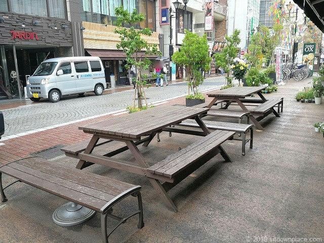 小田原駅東口Odakyu ox前の休憩場所