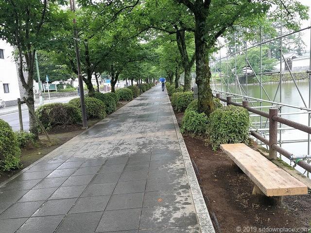 小田原城お堀端通りの休憩場所