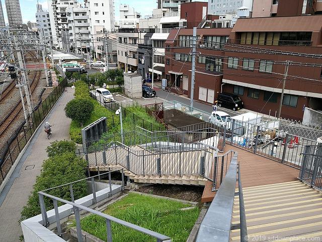 押上駅前自転車駐輪場屋上広場からの階段
