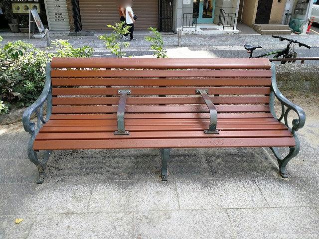 矢場公園のベンチ