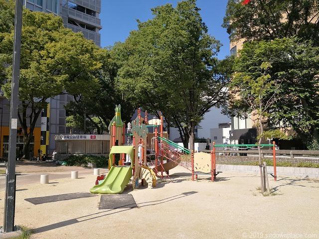 矢場公園のすべり台の遊具
