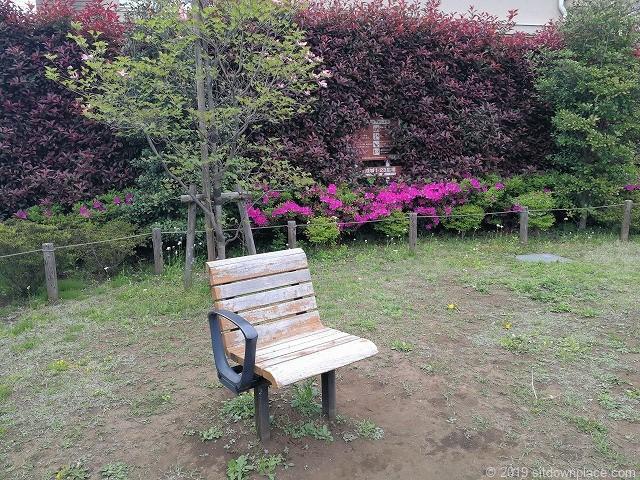 成城1-23広場の可愛いスツール