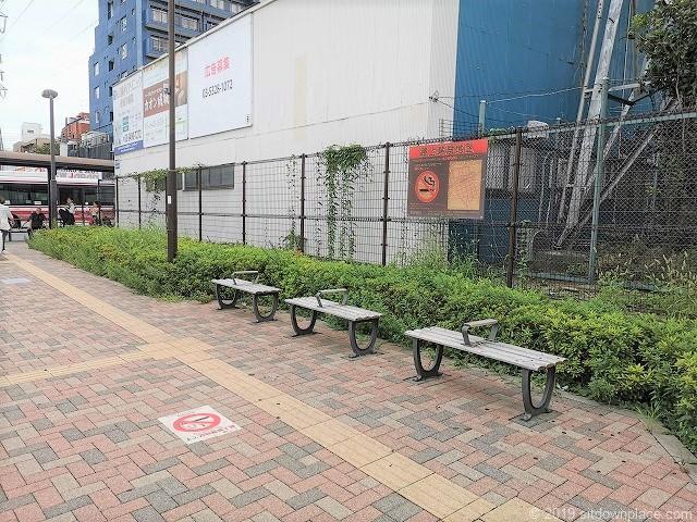 成城学園前駅西口ロータリーの休憩場所