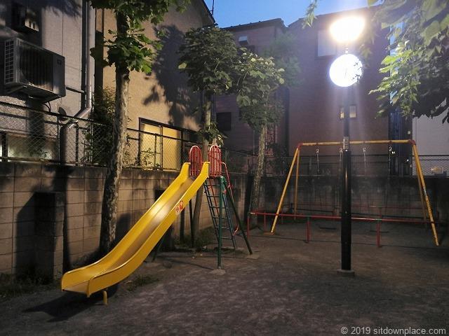 千駄木三丁目児童遊園のすべり台