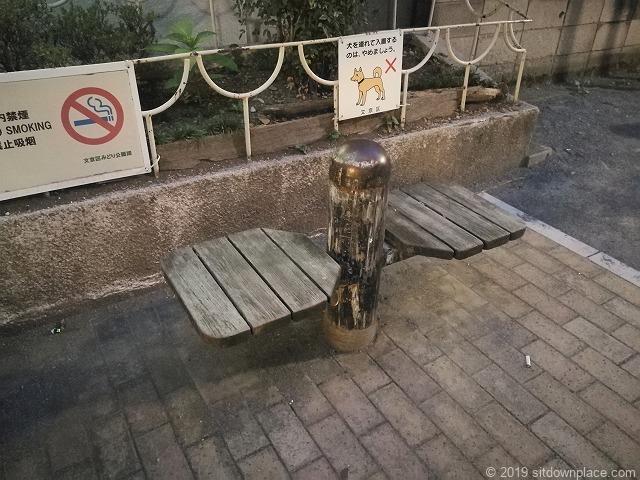 千駄木三丁目児童遊園のベンチ