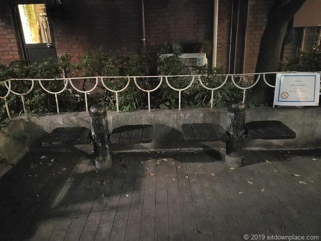 千駄木三丁目児童遊園の休憩場所