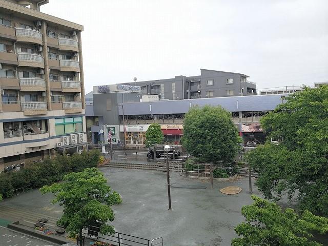 仙川駅前公園の全景