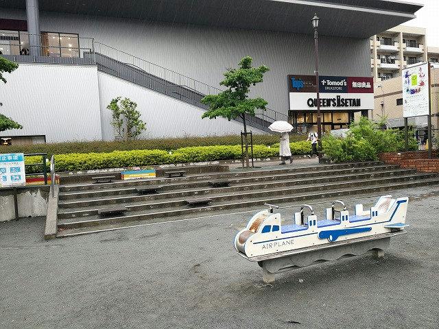 仙川駅前公園の飛行機の遊具
