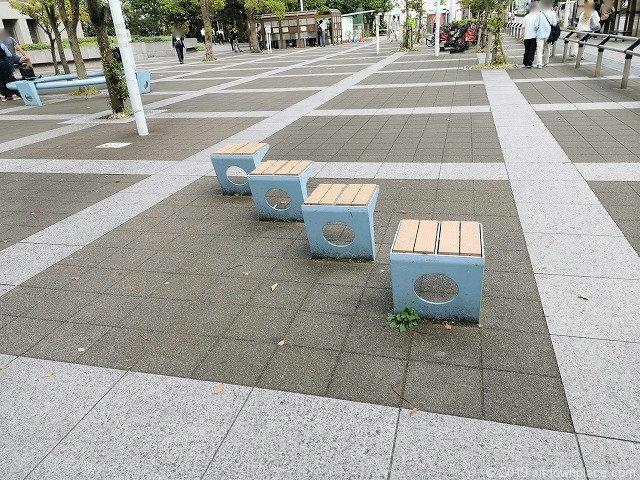 こうなん星の公園のベンチ