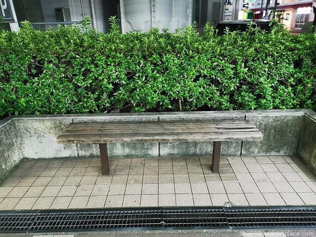 新逗子ニート1Fのベンチ