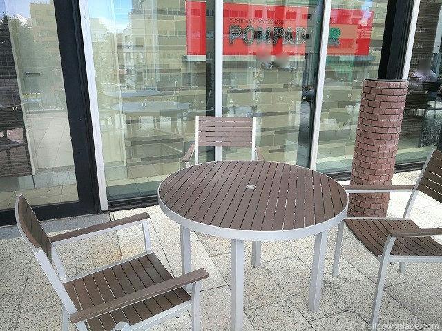 ソラマチ2Fデッキ4番地のテーブル