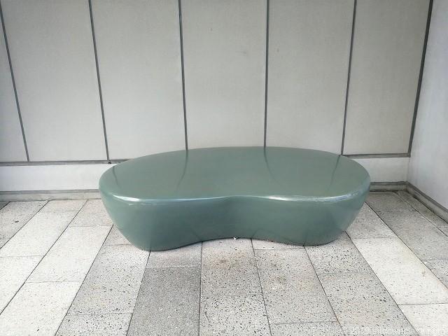ソラマチ2Fデッキ4番地付近グリーンカーテンのアートなベンチ